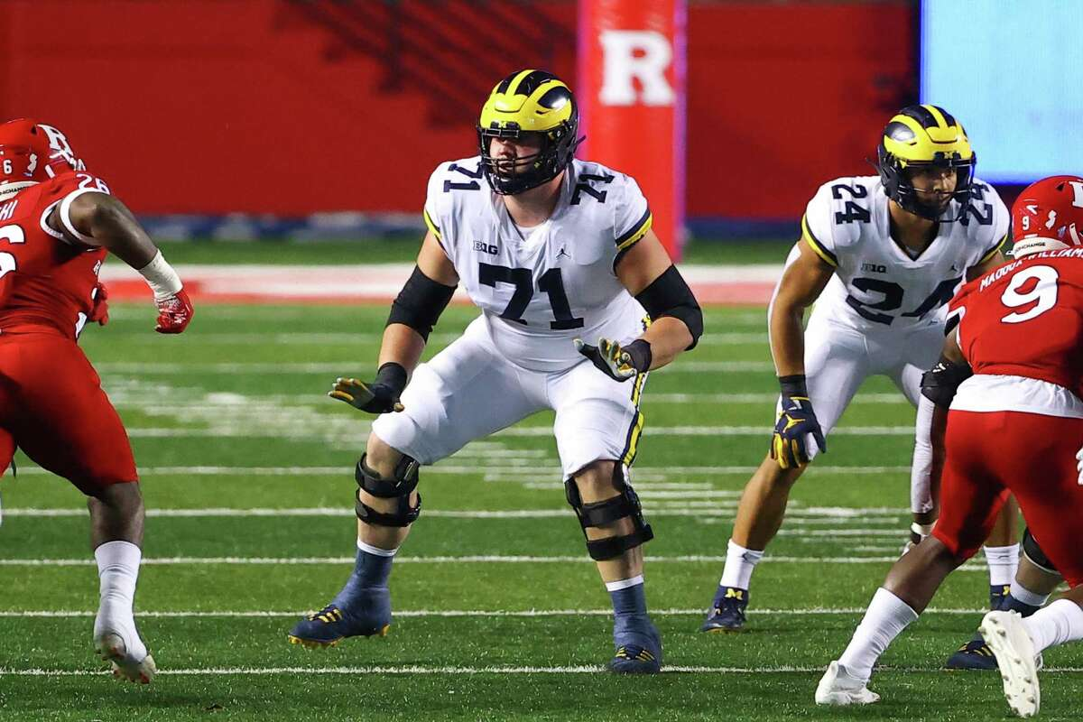 PISCATAWAY, NJ - NOVEMBER 21: Michigan Wolverines offensive lineman Andrew Stueber (71) during the college football game between the Rutgers Scarlet Knights and the Michigan Wolverines on November 21, 2020 at SHI Stadium in Piscataway, NJ. (Photo by Rich Graessle/Icon Sportswire via Getty Images)
