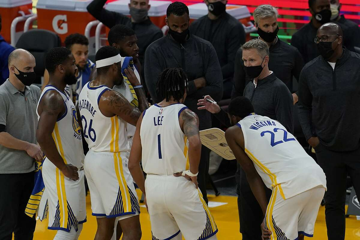 Golden State Warriors head coach Steve Kerr huddles with players during an NBA basketball game against the Toronto Raptors in San Francisco, Sunday, Jan. 10, 2021. (AP Photo/Jeff Chiu)