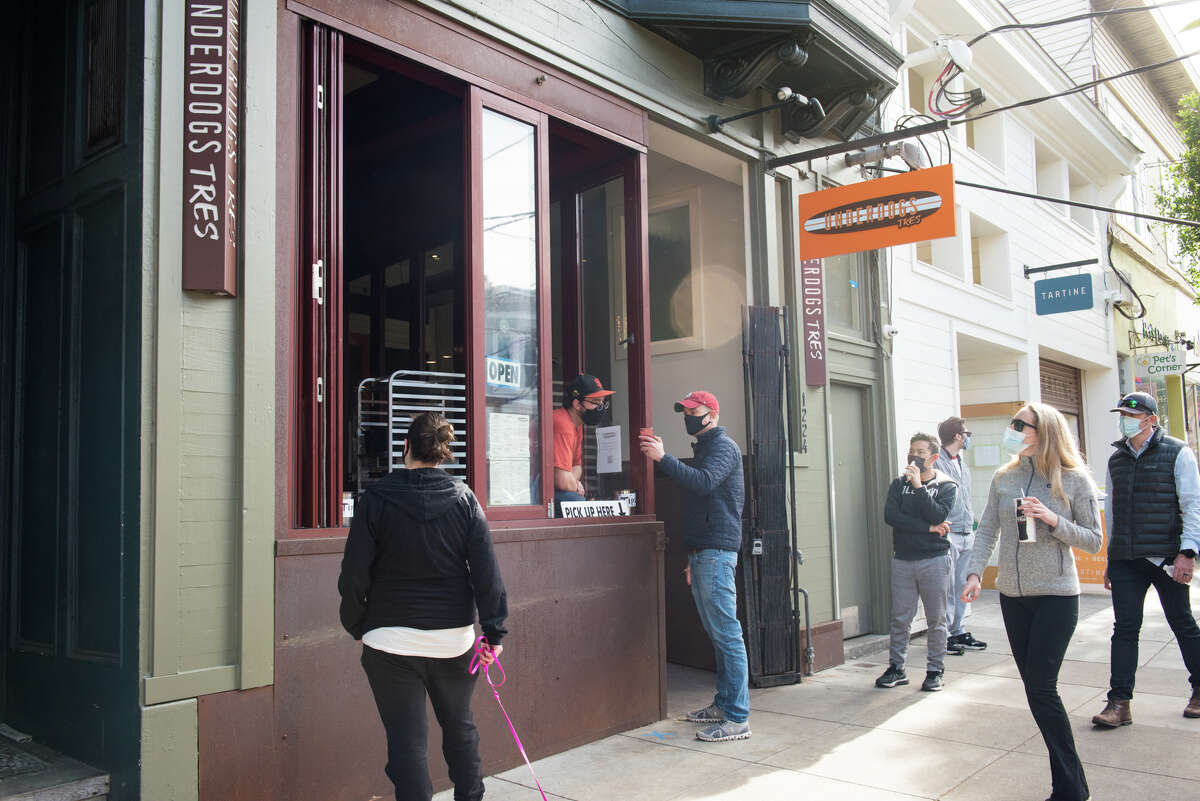 An exterior photo of Underdogs Tres in San Francisco.