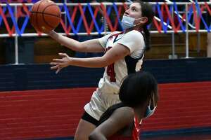 The 24th-ranked Plainview Lady Bulldogs topped Amarillo Tascosa 69-62 in a District 3-5A girls basketball game on Tuesday in the Dog House.