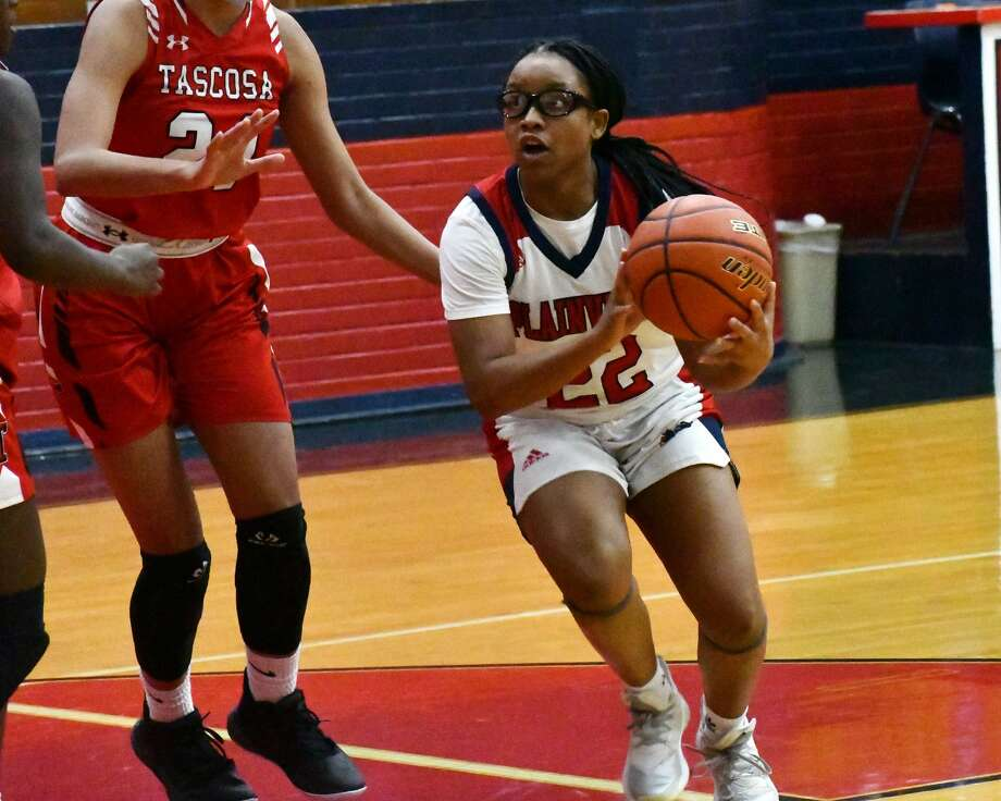 Plainview's Jayda Brooks takes the ball inside against the Amarillo Tascosa defense during the 24th-ranked Lady Bulldogs' 69-62 win in their District 3-5A girls basketball game on Tuesday in the Dog House. Photo: Nathan Giese/Planview Herald