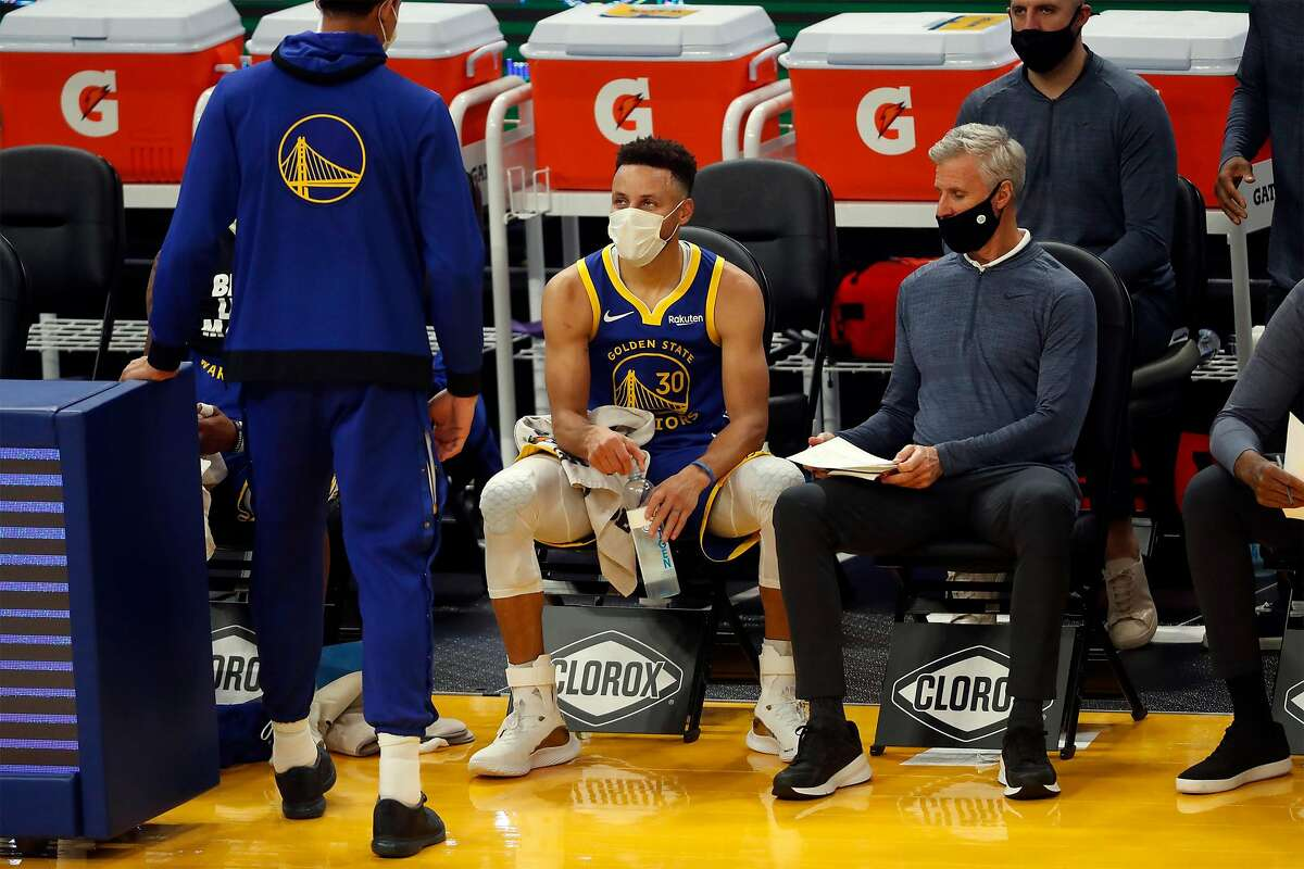 Golden State Warriors' Stephen Curry wears a face mask on bench while playing Indiana Pacers in 2nd quarter during NBA game at Chase Center in San Francisco, Calif., on Tuesday, January 12, 2021.