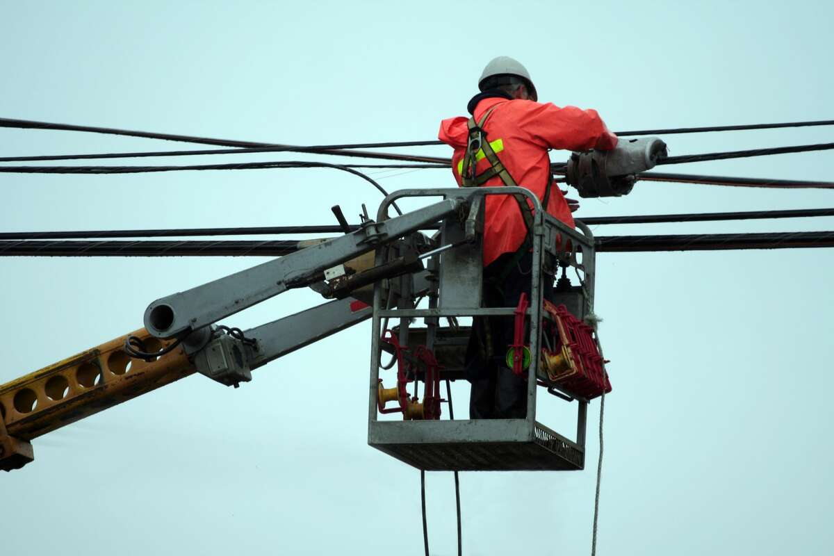 560,000 in region without power after overnight windstorm