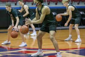 Midland Christian's Joseph Venzant and other players run drills 01/13/2021 during practice. Tim Fischer/Reporter-Telegram