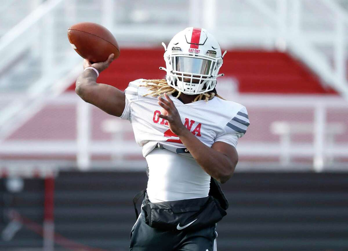 Crosby High School's Deniquez Dunn (2) throws a ball during football practice at Cougar Stadium in Crosby, Tuesday, Jan. 12, 2021, as they prepared to head to state.