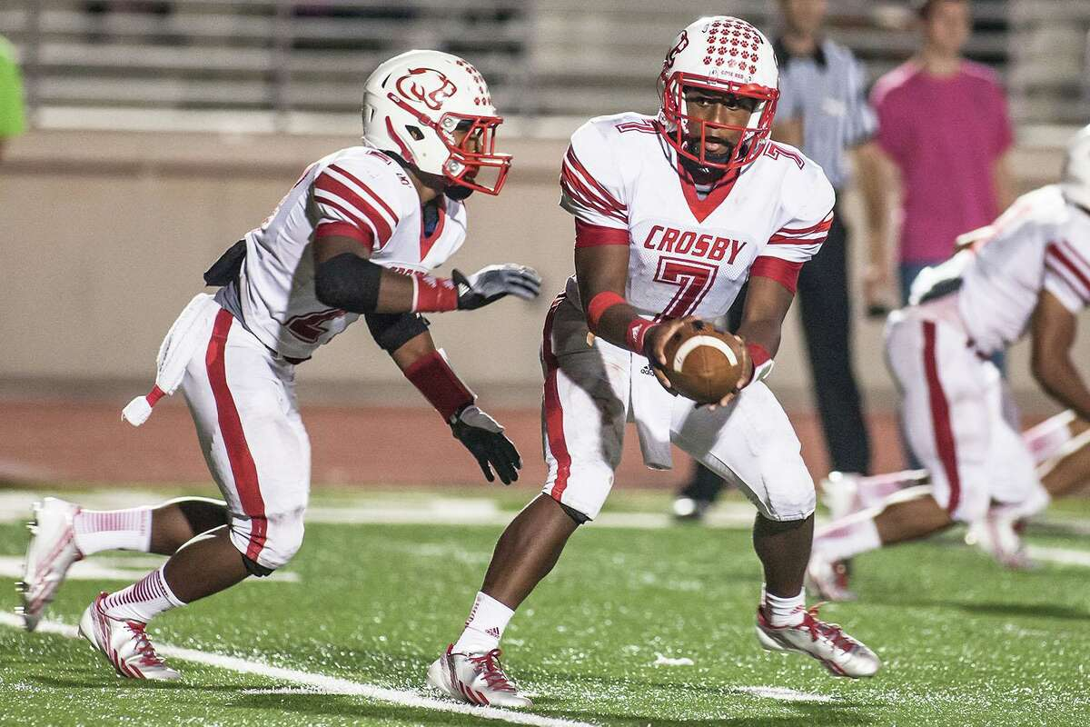 Crosby's Aston Walters (7) hands the ball off to his brother Austin Walter (27) in the first half of game against Summer Creek at Turner Stadium on Sept. 27, 2013. (Photo by AMANDA J. CAIN/ The Observer)
