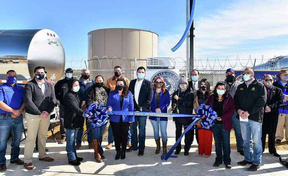 Webb County dignitaries and workers associated with La Presa Water Dispenser project gather for a photo Wednesday, Jan. 13, 2021, during the ribbon cutting ceremony for the dispensary at La Presa Community Center. Photo: Danny Zaragoza, Staff Photographer / Laredo Morning Times