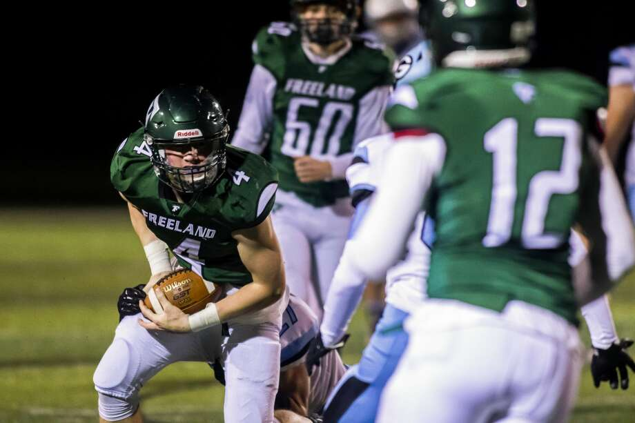 Freeland's Ben Wellnitz hauls in a pass during a Nov. 13, 2020 district final against Essexville Garber. Photo: Daily News File Photo