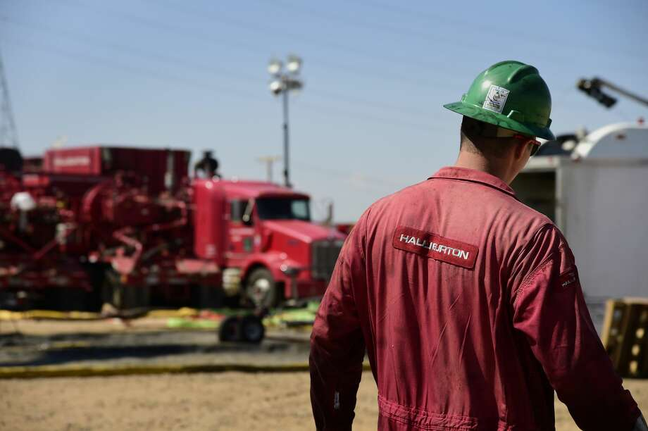 Halliburton Co. is swapping diesel-powered engines for grid-supplied electricity in the Permian Basin, the latest example of how the U.S. shale industry is looking for ways to reduce emissions amid heightened scrutiny from investors. Photo: Jamie Schwaberow/Bloomberg / © 2014 Bloomberg Finance LP