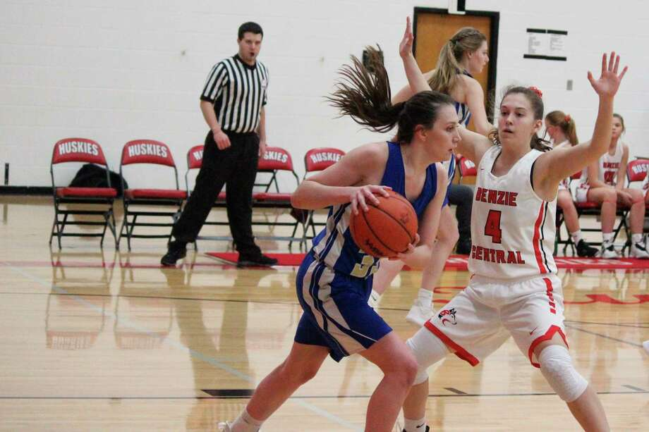 The MHSAA has pushed the start of boys and girls basketball competitions to Feb. 4. (News Advocate file photo)