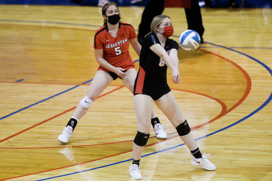 Beaverton's Rayne Myers bumps the ball during the Beavers' state semifinal loss to Monroe St. Mary Catholic Central Thursday, Jan. 14, 2021 at Kellogg Arena in Battle Creek. (Katy Kildee/kkildee@mdn.net) Photo: (Katy Kildee/kkildee@mdn.net)