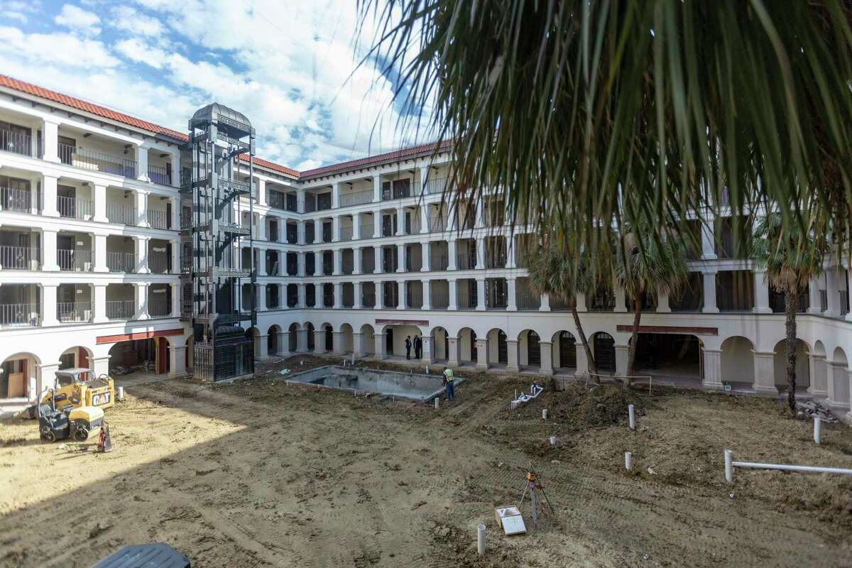 Renovation work is underway at the former airport DoubleTree hotel. The facility, which originally was La Mansion del Norte, is being turned into a luxury hotel called Estancia del Norte.