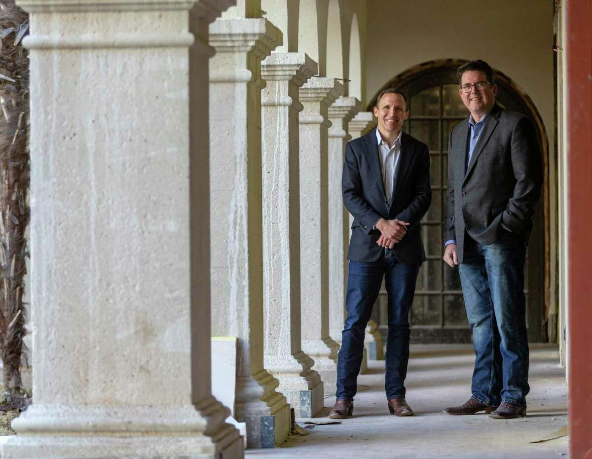 Charles Leddy, left, is CEO of Presidian Hotels & Resorts, and Brian Strange is president and CEO of Don Strange of Texas Inc. The two are teaming up on the restaurant for Estancia del Norte.