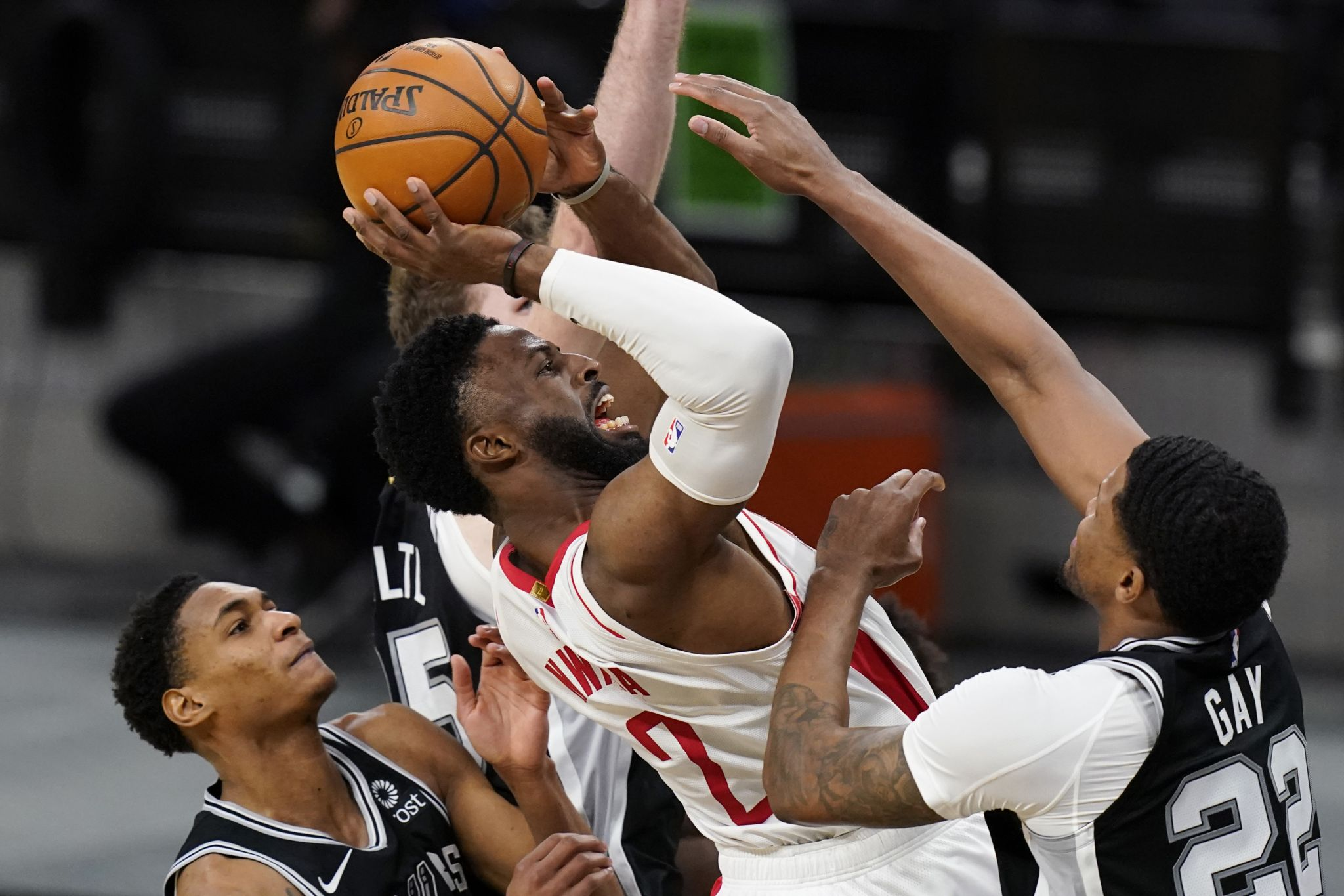 With trade amended, complete, Rockets have barely enough to play Spurs