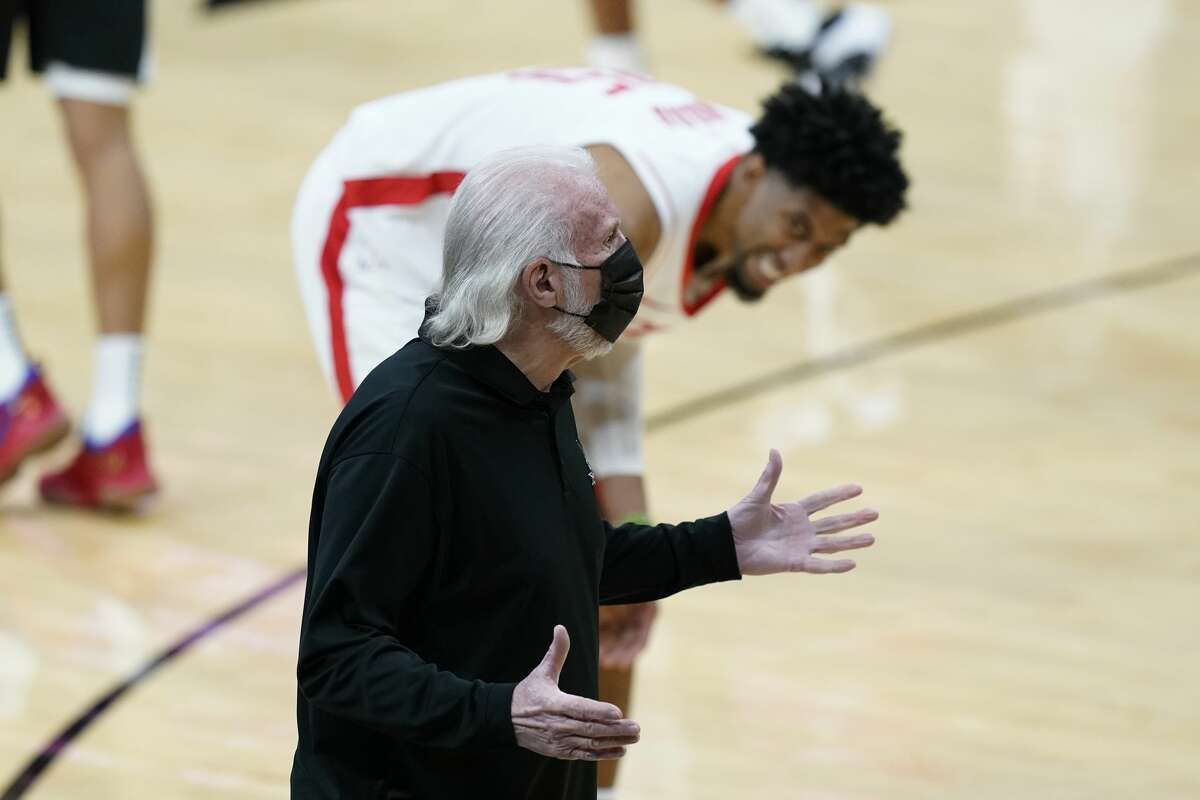 Spurs head coach Gregg Popovich argues a call during the first half against the Houston Rockets in San Antonio on Thursday.