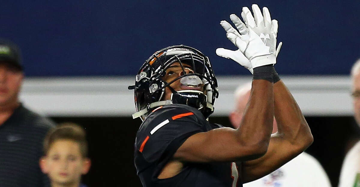 Aledo wide receiver JoJo Earle (1) makes a 27-yard touchdown catch against Fort Bend Marshall during the fourth quarter of the 5A Division 2 championship game at AT&T Stadium Friday, Dec. 21, 2018, in Dallas. Aledo won 55-19.