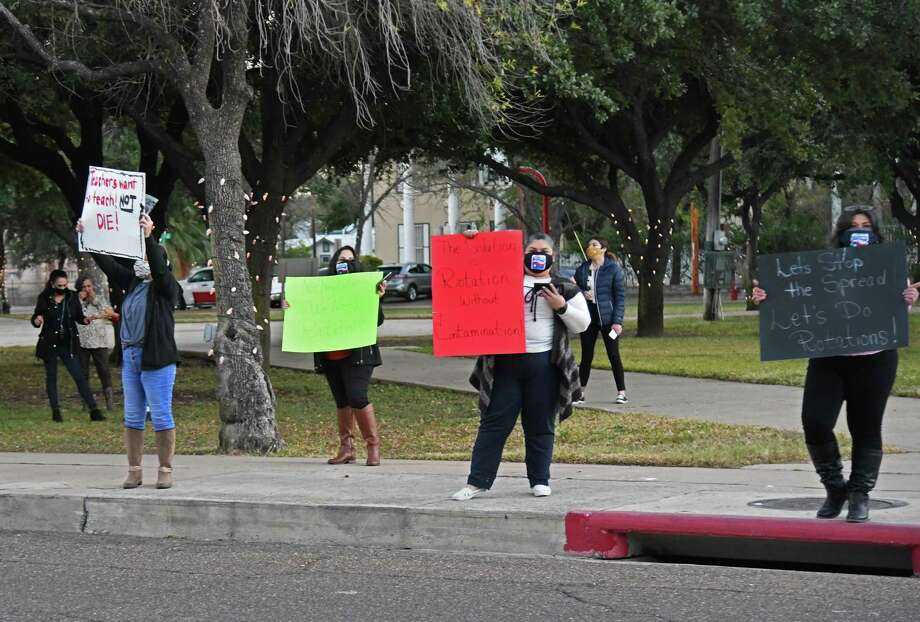 TSTA represented LISD teachers protest during an LISD board meeting, demanding rotation schedules. Photo: Christian Alejandro Ocampo /Laredo Morning Times / Laredo Morning Times