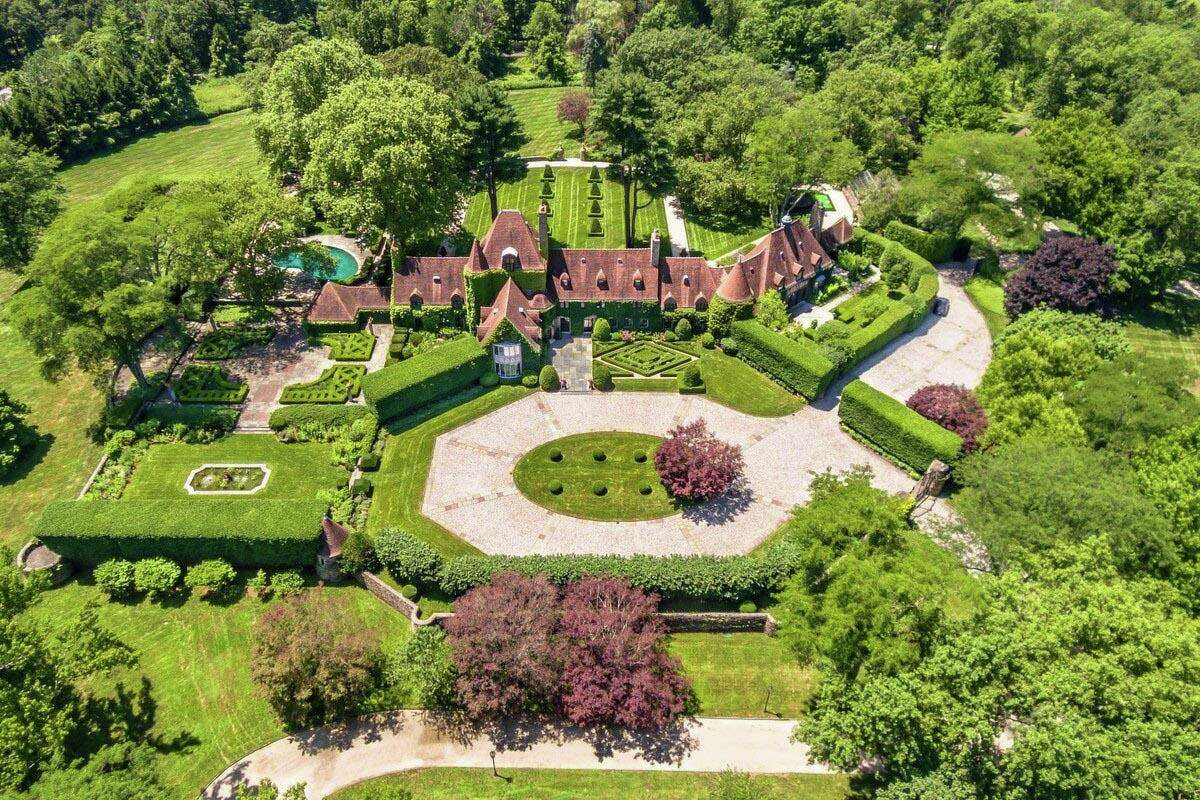 Designer Tommy Hilfiger and his wife, Dee Ocleppo Hilfiger, have sold this 22-acre home in backcountry for $45 million. They listed the property for $47.5 million.