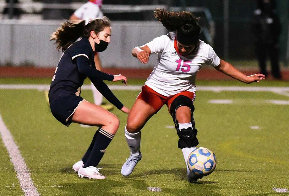 Martin High School Daisy Herrera keeps the ball away from Alexander High School Abigail Gonzalez, Tuesday, Jan. 12, 2021, at Krueger Field. Photo: Danny Zaragoza, Staff Photographer / Laredo Morning Times