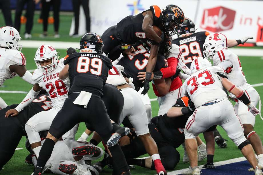 Aledo running back Demarco Roberts (6) leaps over the Crosby defense for a 1-yard touchdown run during the second half of the Class 5A Division II UIL State Championship high school football game at AT&T Stadium Friday, Jan. 15, 2021, in Arlington, Texas. Aledo captured the title with a 56-21 win over Crosby. Photo: Brett Coomer/Staff Photographer / © 2021 Houston Chronicle