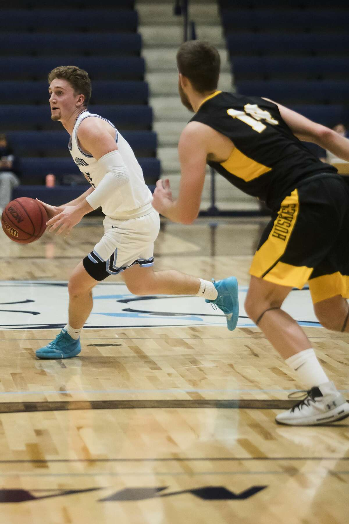 Northwood's Jack Ammerman dribbles down the court during the Timberwolves' game against Michigan Tech Friday, Jan. 15, 2021 at Northwood University. (Katy Kildee/kkildee@mdn.net)