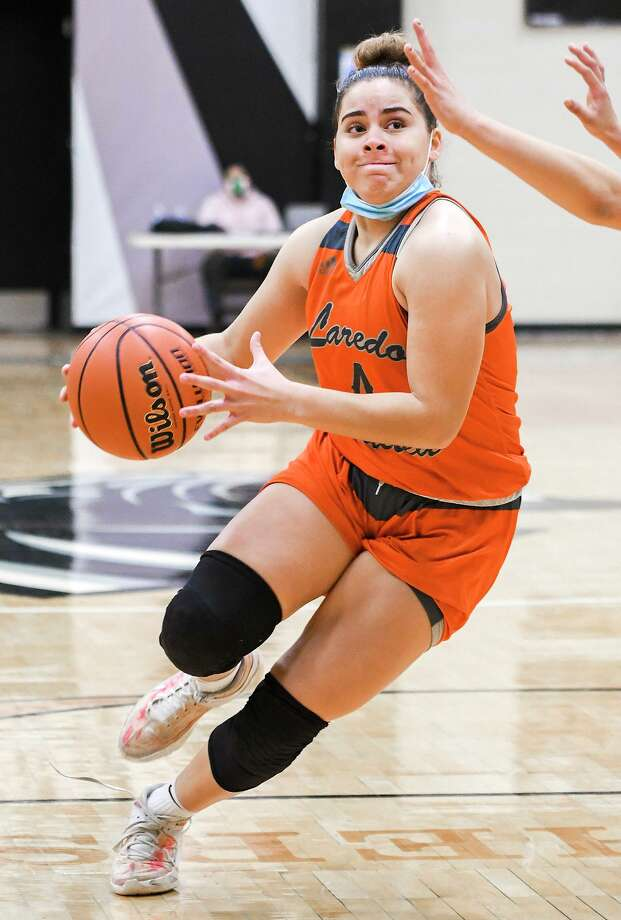 Evelyn Quiroz scored a game-high 16 points Friday in United's 53-51 victory at United South. Photo: Danny Zaragoza /Laredo Morning Times
