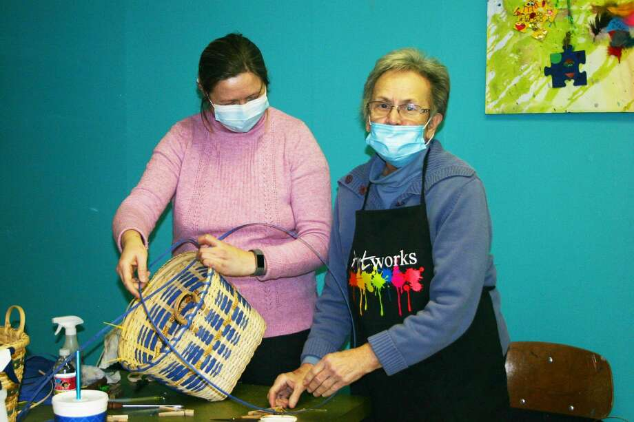 Basket lovers joined instructors Janette Fleury and Nancy Randall for a day of basket weaving at Artworks in downtown Big Rapids on Saturday. Each participant took home a completed basket at the end of the day. Photo: Pioneer Photo/Cathie Crew