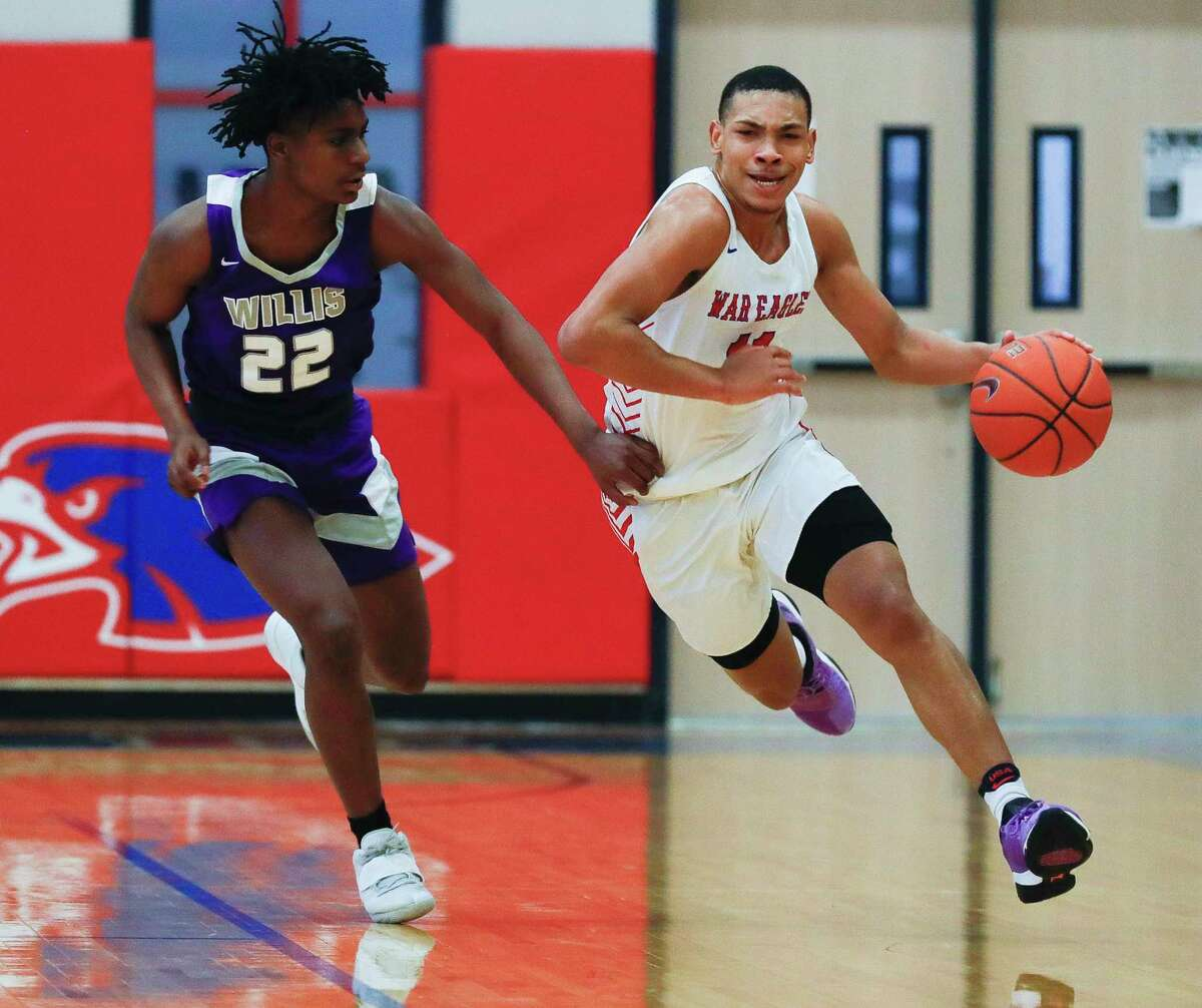 Oak Ridge's Brendon Doucette (11) drives past Willis' Ka'vontrae Johnson (22) during the fourth quarter of a District 15-6A high school basketball game at Oak Ridge High School, Saturday, Jan. 16, 2021.