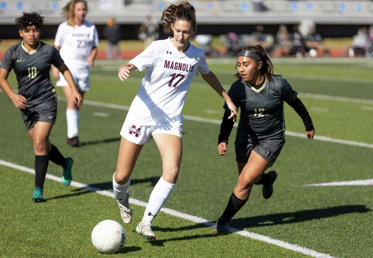 FILE PHOTO - Magnolia defender Sarah Giannotti (17) and the Lady Bulldogs have outscored their seven opponents 46-1 this season.