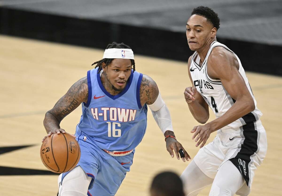 After playing four road games in six days, Ben McLemore and the Rockets return home to face the Spurs on Saturday night at Toyota Center.