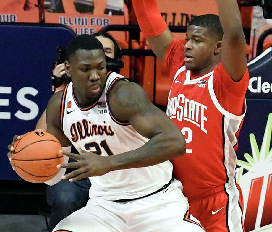 Illinois' Kofi Cockburn (left) is defended by Ohio State's E.J. Liddell during the first half of a Big Ten game Saturday in Champaign. Photo: Associated Press