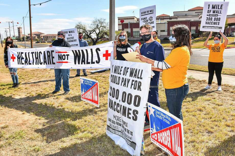 Dr. Carlos Cigarroa and Melissa Cigarroa join the No Border Wall Coalition in its calls for funding healthcare instead of a wall, Sunday, Jan. 17, 2021 across from Laredo Medical Center on Bustamante Street. Photo: Danny Zaragoza, Staff Photographer / Laredo Morning Times