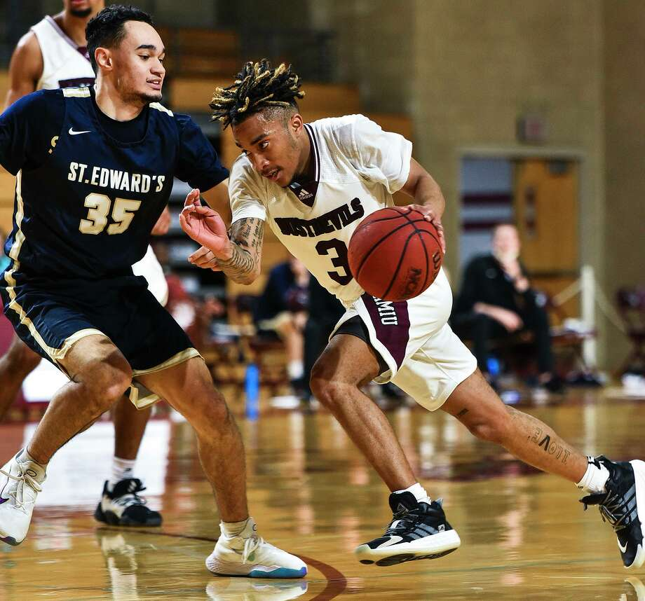 Freshman point guard Anthony Scott has turned into one of TAMIU's most consistent players this season. Photo: Danny Zaragoza /Laredo Morning Times