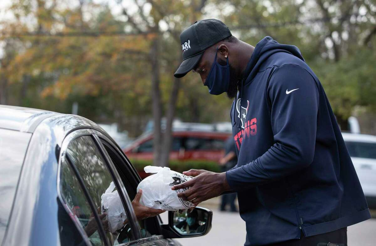 Houston Texans' Charles Omenihu helps distributing meals in Fifth Ward Monday, Jan. 18, 2021, at Pleasant Hill Missionary Baptist Church in Houston. Lucille's 1913 Conscious Community Collective distributed 1,000 meals in honor of Dr. Martin Luther King Jr.