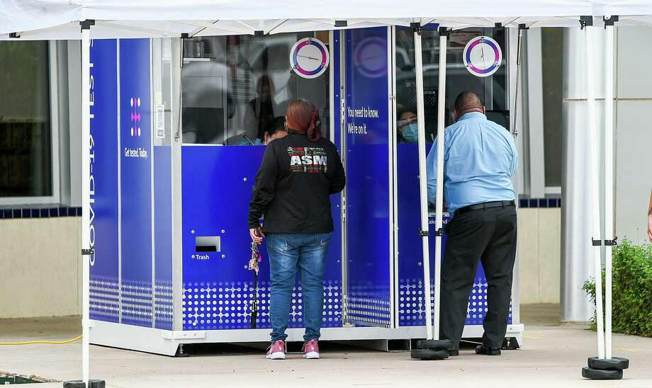 Laredoans wait their turn at the COVID-19 Test Kiosk, Friday Nov. 13, 2020, at the Sophie Christen McKendrick, Francisco Ochoa, Fernando Salinas Branch Library. Photo: Danny Zaragoza, Staff Photographer / Laredo Morning Times