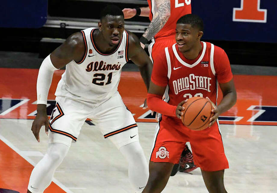 Ohio State's E.J. Liddell looks to pass as he is defended by Illinois' Kofi Cockburn (21) on Saturday in Champaign. Liddell, a former Illinois Mr. Basketball at Belleville West, scored 26 points in the Buckeyes win. Photo: Associated Press