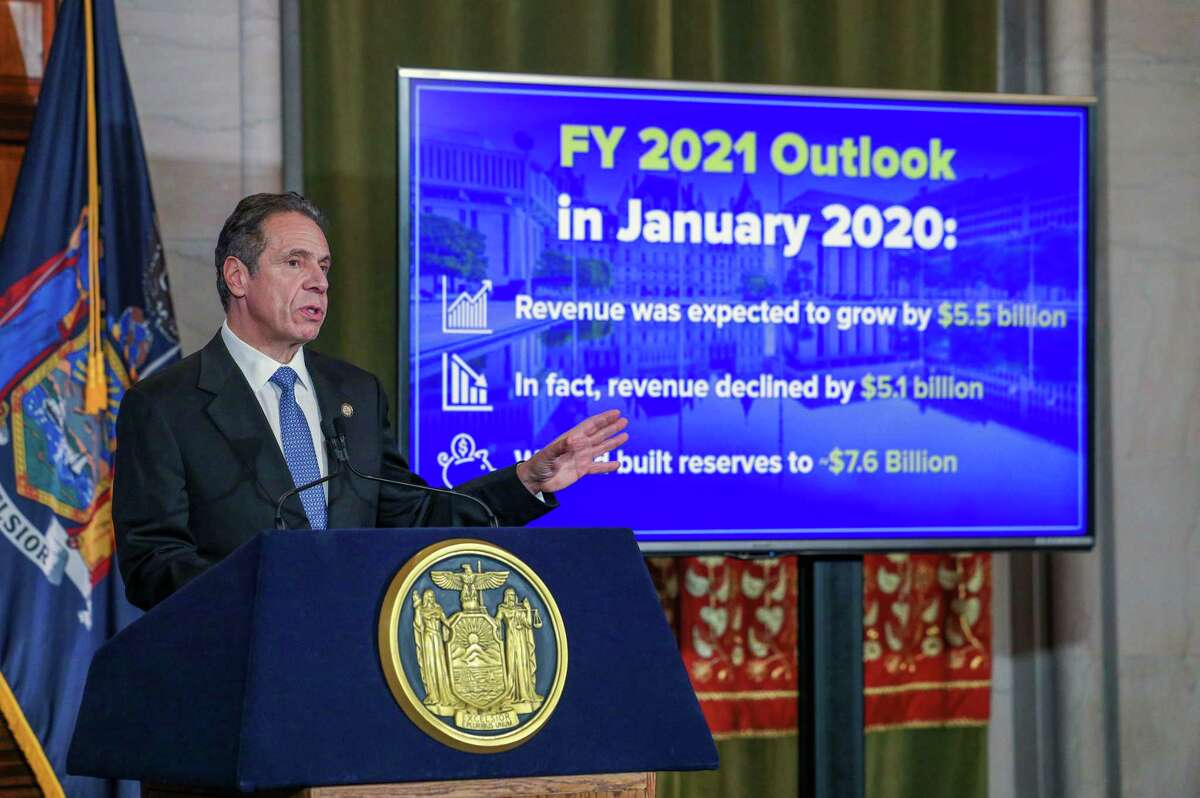 Gov. Andrew M. Cuomo said restaurants and bars can extend their closing times one hour - to 11 p.m. - beginning Sunday, Feb. 14. (Mike Groll/Office of the Governor)