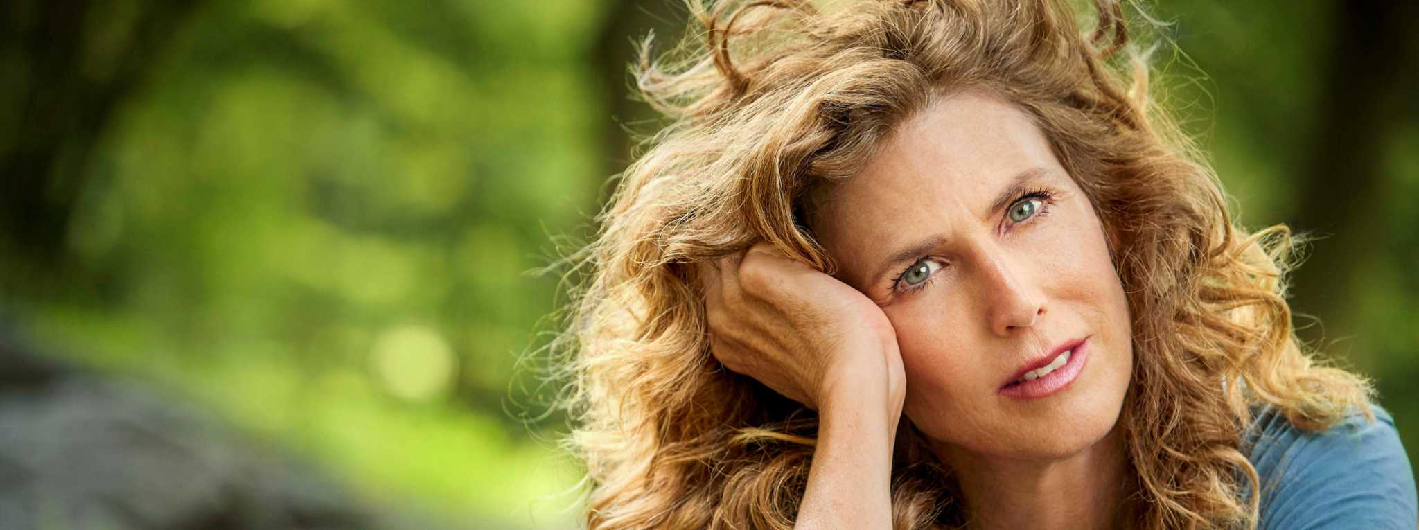 Concert Connection: See Sophie B. Hawkins at Ridgefield Playhouse