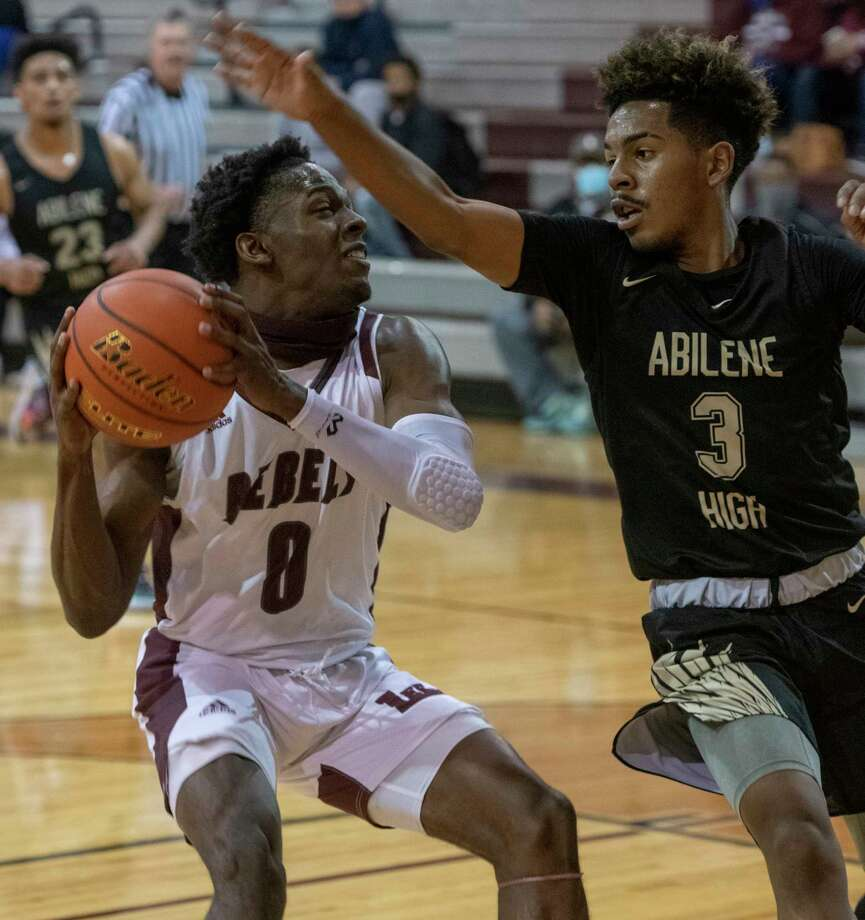 Lee High's Tre Hubert pulls up for a shot as Abilene High's Jalen McGee tries to block him 01/19/2021 at the Lee High gym. Tim Fischer/Reporter-Telegram Photo: Tim Fischer, Midland Reporter-Telegram