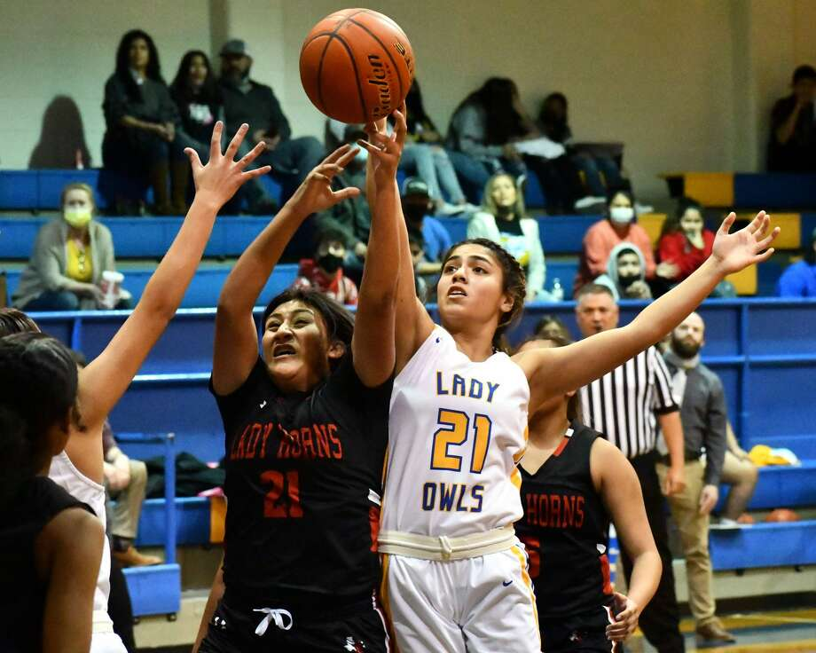 Hale Center and Lockney split a pair of District 4-2A basketball games on Tuesday at Carr Middle School at Hale Center. The Hale Center girls prevailed 58-40 and the Lockney boys came away with a 61-50 win. Photo: Nathan Giese/Planview Herald