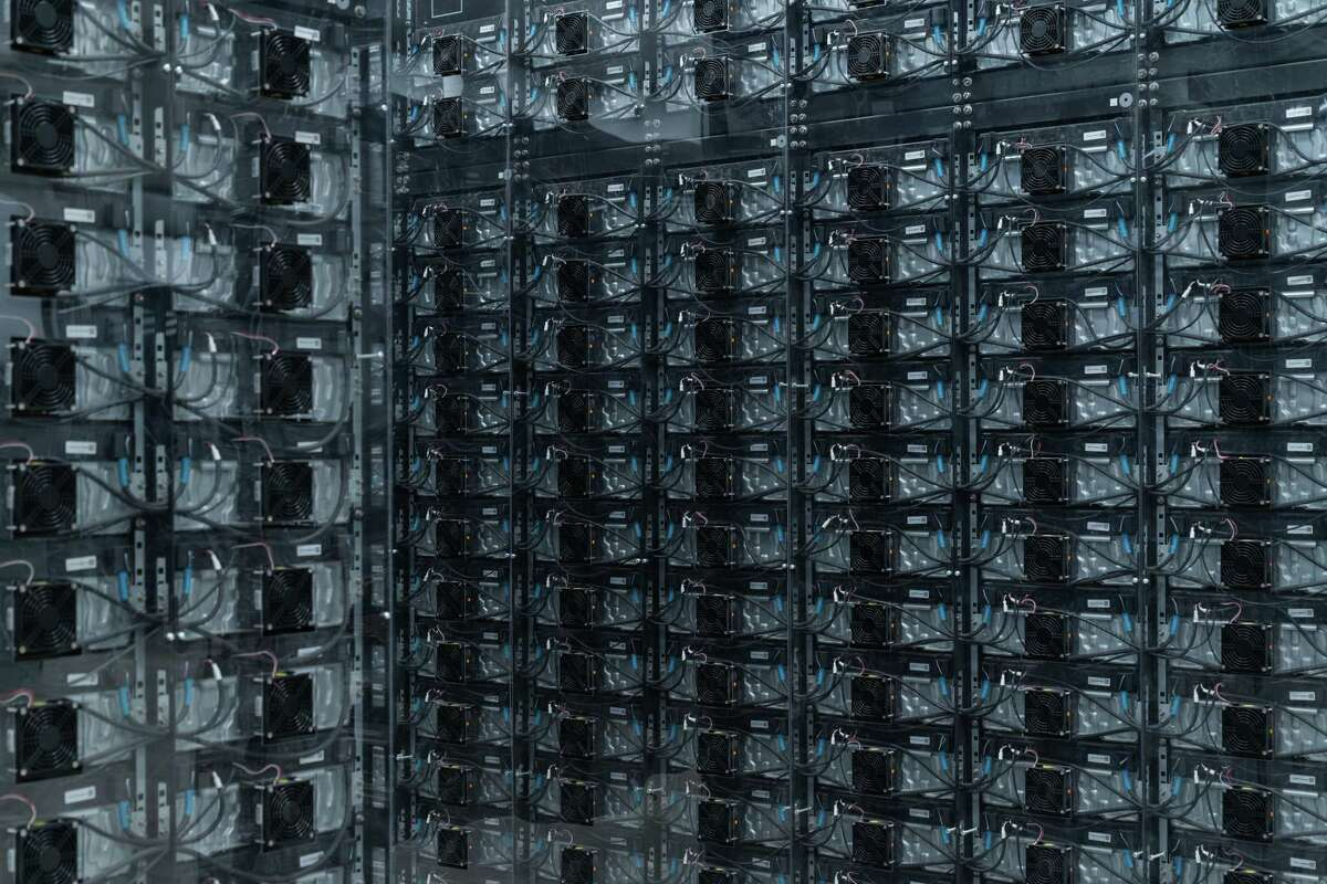 Samsung SDI Co. lithium ion batteries at the LS Power Group Vista Energy Storage project in Vista, California, U.S., on Thursday, Jan. 14, 2021. The State expects to add 2,100 megawatts of battery storage this year, California agencies said in an October report.