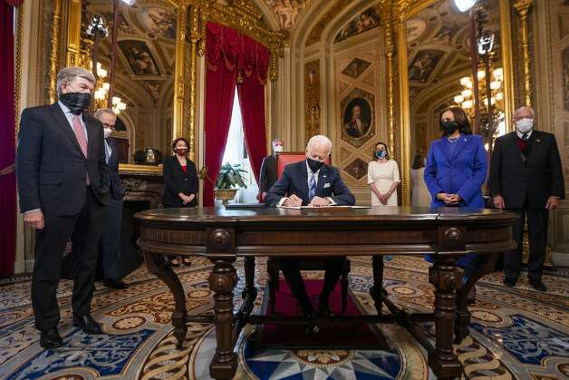 President Joe Biden signs three documents including an inauguration declaration, cabinet nominations and sub-cabinet nominations in the President's Room at the US Capitol after the inauguration ceremony, Wednesday, Jan. 20, 2021, at the U.S. Capitol in Washington. Photo: Jim Lo Scalzo/AP