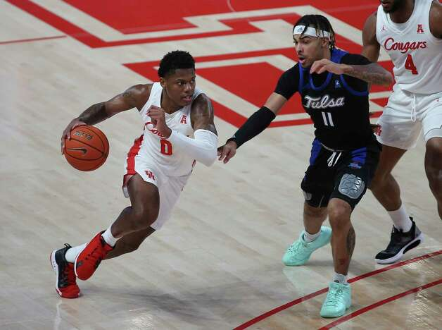 Houston Cougars guard Marcus Sasser (0) dribbles toward the basket during the first half of the AAC game against the Tulsa Golden Hurricane Wednesday, Jan. 20, 2021, at Fertitta Center in Houston. Photo: Yi-Chin Lee, Staff Photographer / © 2021 Houston Chronicle