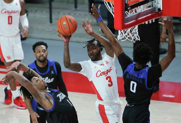 Houston Cougars guard DeJon Jarreau (3) passes the ball to his teammate while defensed by Tulsa Golden Hurricane players Brandon Rachal (1) and TCurtis Haywood II (0) during the first half of the AAC game Wednesday, Jan. 20, 2021, at Fertitta Center in Houston. Photo: Yi-Chin Lee, Staff Photographer / © 2021 Houston Chronicle