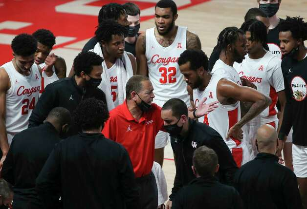Houston Cougars head coach Kelvin Sampson talks to his players during a timeout in the first half of the AAC game against the Tulsa Golden Hurricane Wednesday, Jan. 20, 2021, at Fertitta Center in Houston. Photo: Yi-Chin Lee, Staff Photographer / © 2021 Houston Chronicle
