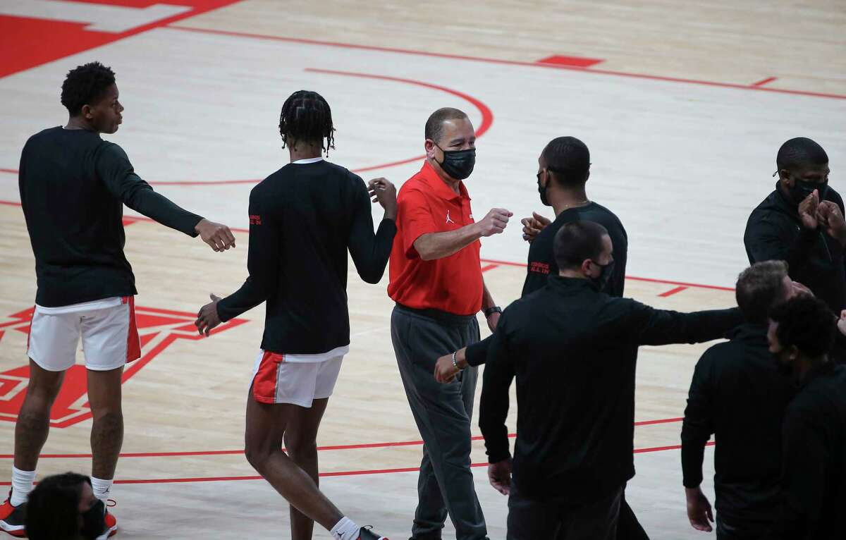 Houston Cougars head coach Kelvin Sampson fist-bumps with his players before the AAC game against the Tulsa Golden Hurricane Wednesday, Jan. 20, 2021, at Fertitta Center in Houston.