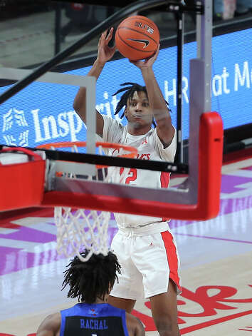 Houston Cougars guard Tramon Mark (12) aims for the basket during the second half of the AAC game against the Tulsa Golden Hurricane Wednesday, Jan. 20, 2021, at Fertitta Center in Houston. Photo: Yi-Chin Lee, Staff Photographer / © 2021 Houston Chronicle