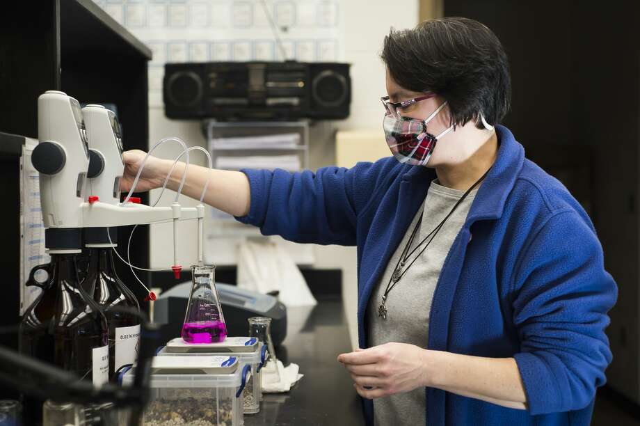 Catherine Peters, a water analyst for the City of Midland, tests the alkalinity of a water sample Thursday, Jan. 21, 2021 at the Water Treatment Plant in Midland. (Katy Kildee/kkildee@mdn.net) Photo: (Katy Kildee/kkildee@mdn.net)