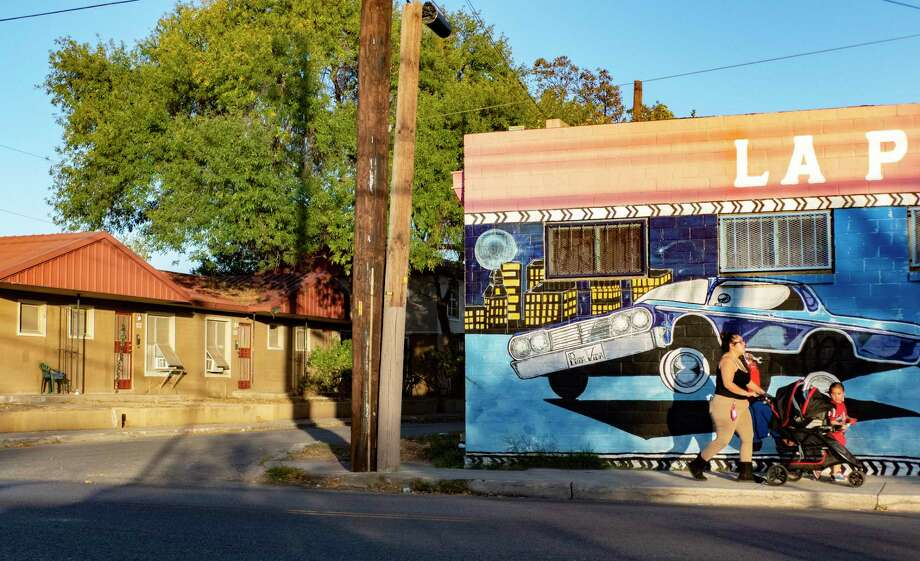 The Alazan Courts, at left, was San Antonio's first public housing complex. It was built in 1939 and people, mostly Mexican-Americans, began to move in during 1940. It is situated next to La Popular Bakery. Photo: Billy Calzada, Staff / Billy Calzada / `