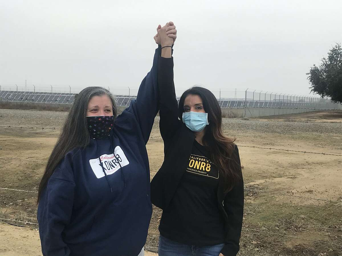 JoAnn Parks, left, with her attorney Raquel Cohen after she was released from the Central California Women's Facility in Chowchilla (Madera County) on Jan. 12, 2021.